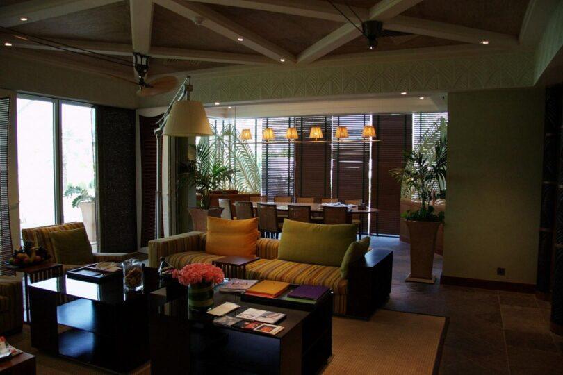 Elegancki dywan w salonie, pokoju dziennym